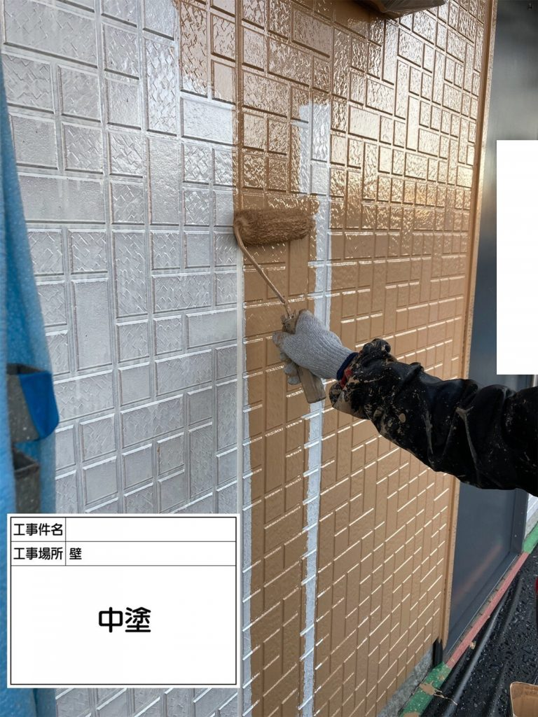 アパート 外壁塗装 中塗り